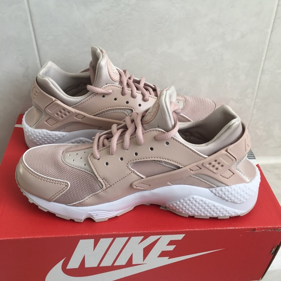 ed17c34d9faf Women s Nike Air huarache Run sz 10 new